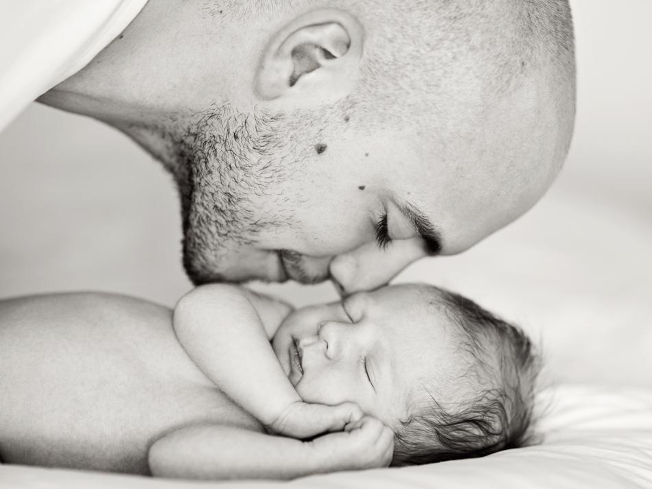 emmelifoto nyföddfotografering far son